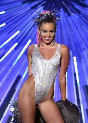 Miley Cyrus: 2015 MTV Video Music Awards in Los Angeles [adds]-24